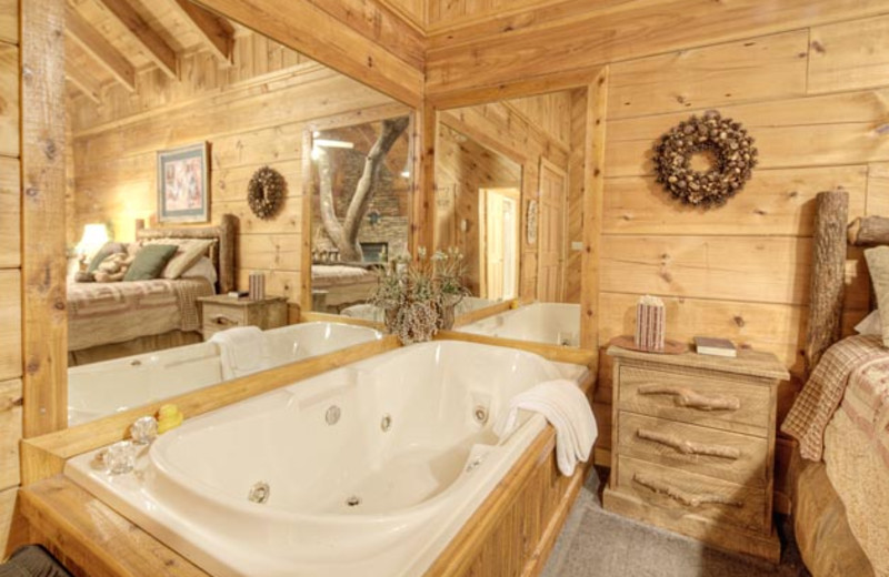 Cabin jacuzzi at Eagles Ridge Resort.