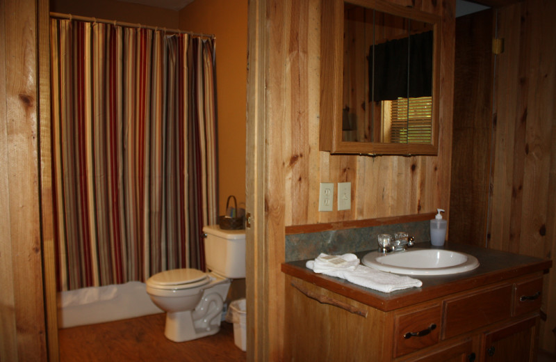 Deer Run bathroom at Heath Valley Cabins.