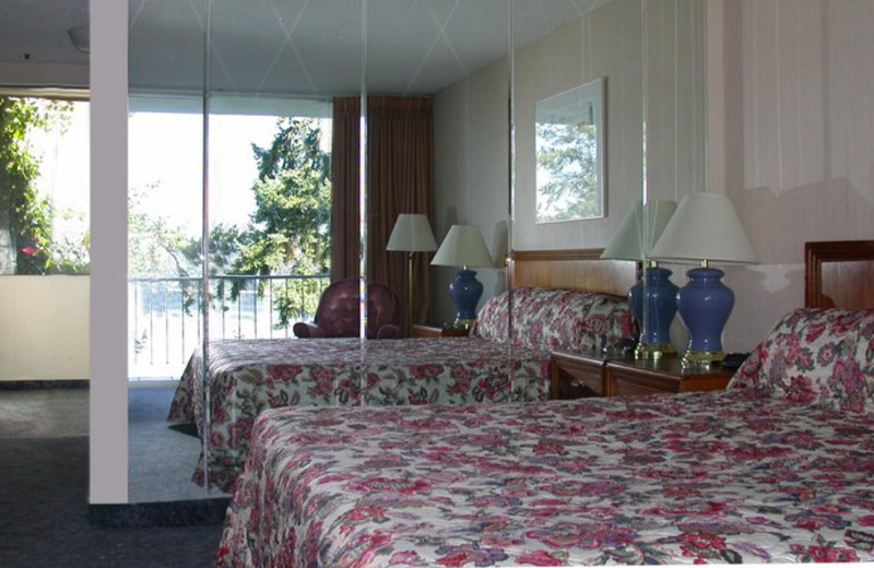 Guest room at Flagship Inn.