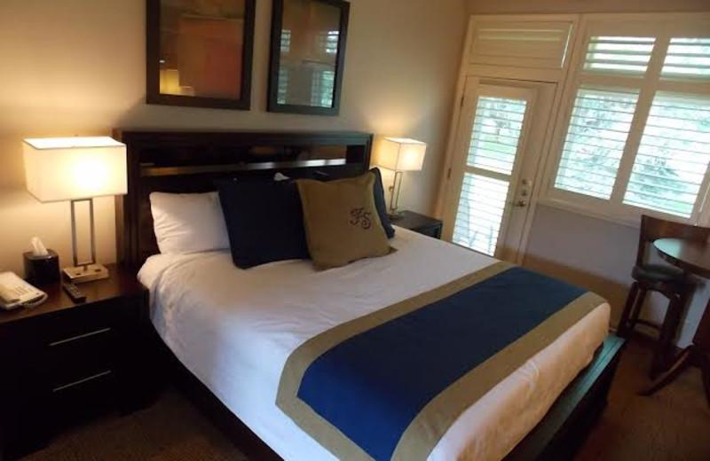 Guest bedroom at Fairway Suites At Peek'n Peak Resort.