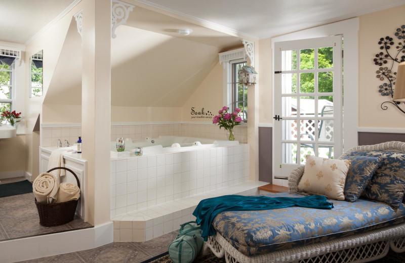 Guest bathroom at Rabbit Hill Inn.