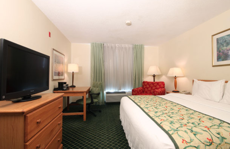 Guest room at Fairfield Inn & Suites Kansas City North.