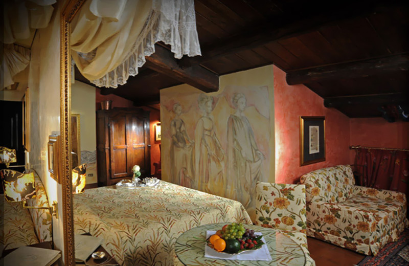 Guest room at Hotel Gabbia d'Oro.
