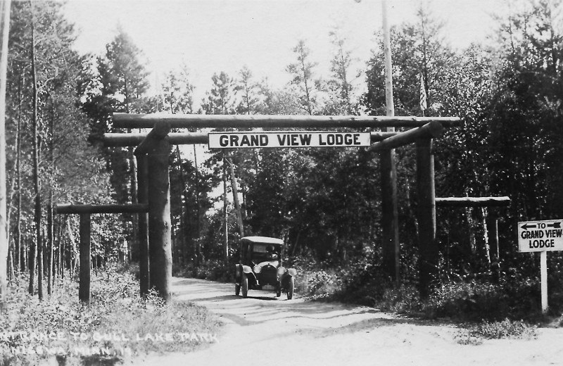 Historic photo of Grand View Lodge.