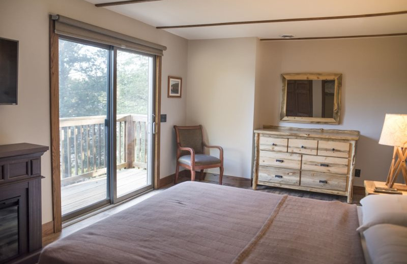 Rental bedroom at Sand County Service Company - Dellview Lake Lodge.