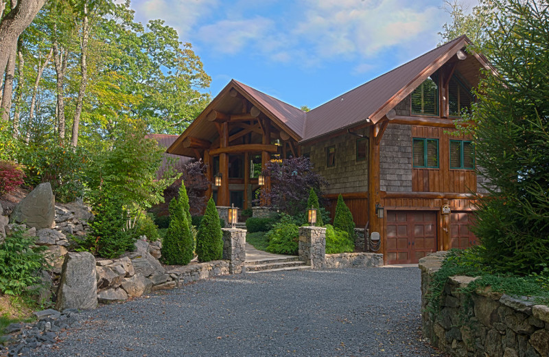 Exterior view of Blue Ridge Vacation Cabins.