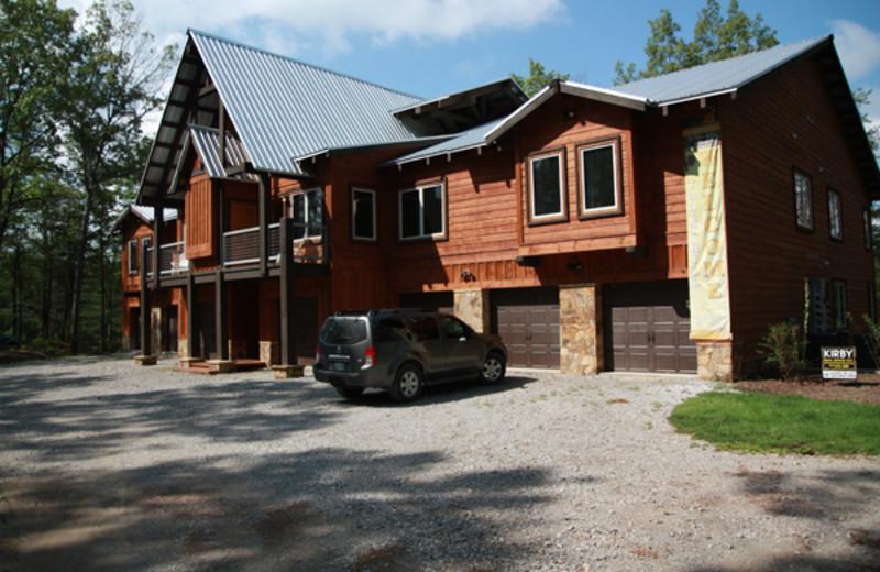 Condo exterior at Highland Rim Retreats.