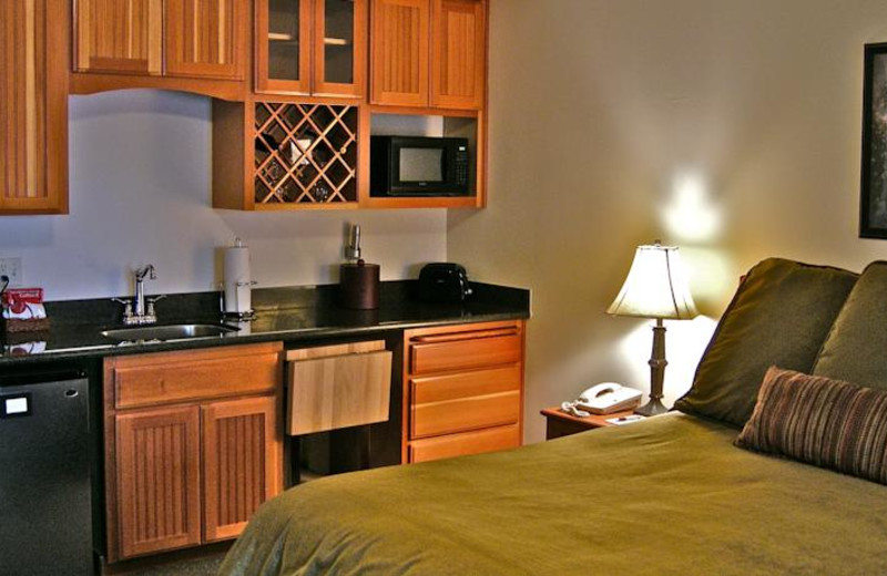 Guest room with kitchenette at The Lodge at Sandpoint.
