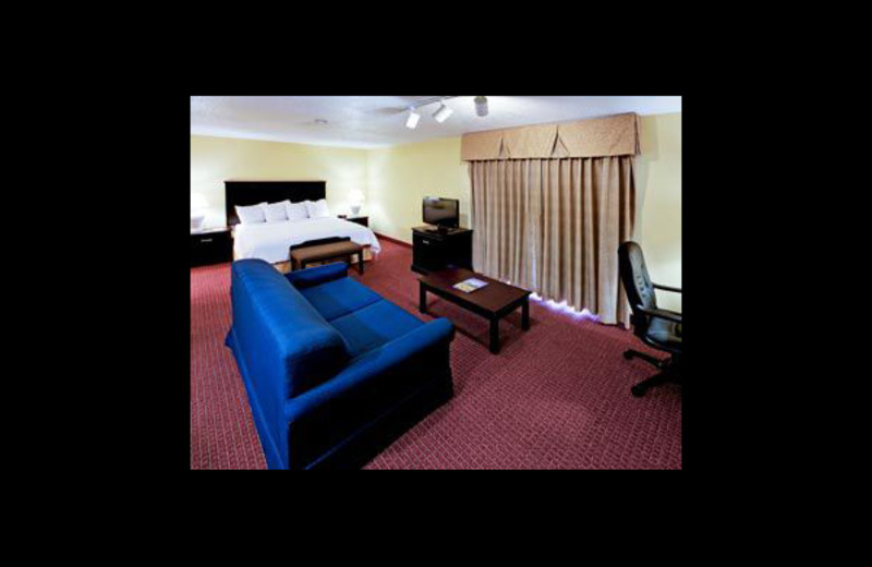 Guest room at Hawthorn Suites by Wyndham Detroit Southfield.