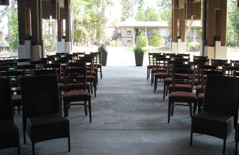 Group gatherings at Sunrise Ridge Waterfront Resort.