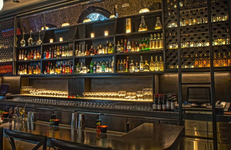Bar view at Warwick San Francisco Hotel.