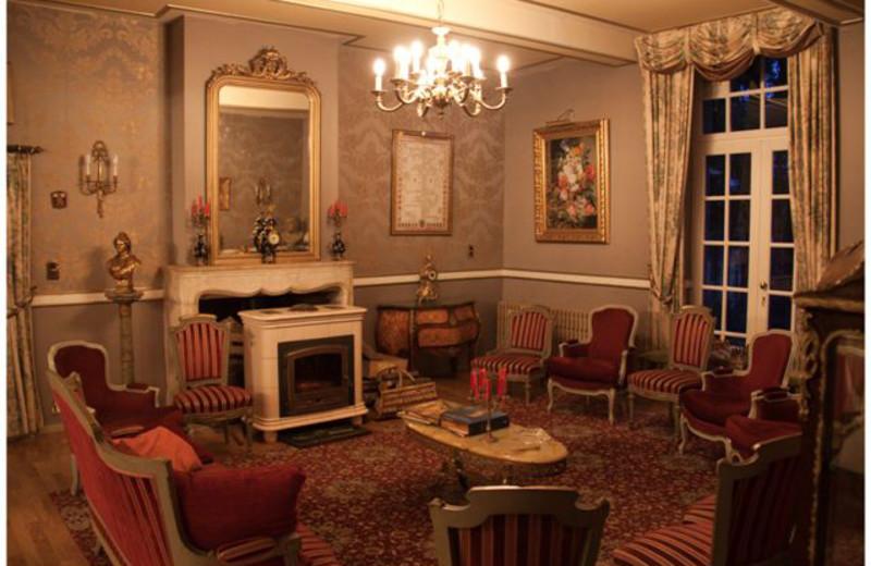 Lounge at Château de Tromcourt.
