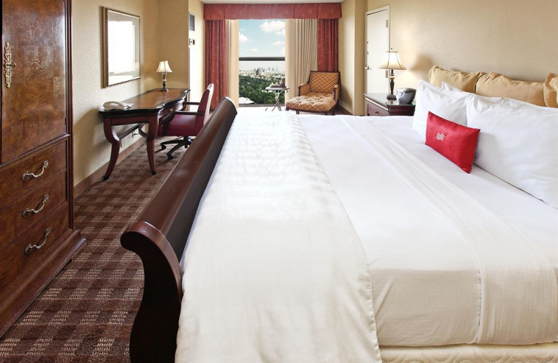 Guest room at Crowne Plaza Hotel DALLAS-MARKET CENTER.
