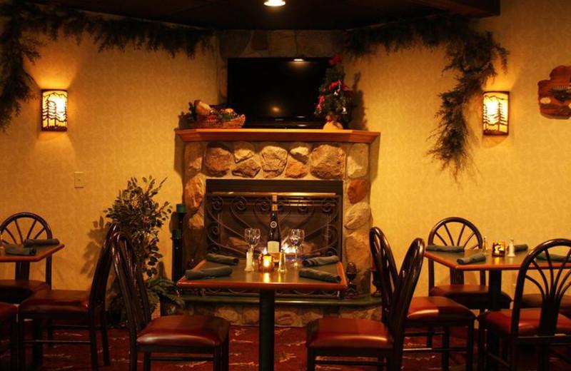 Dining at ParkShore Resort.