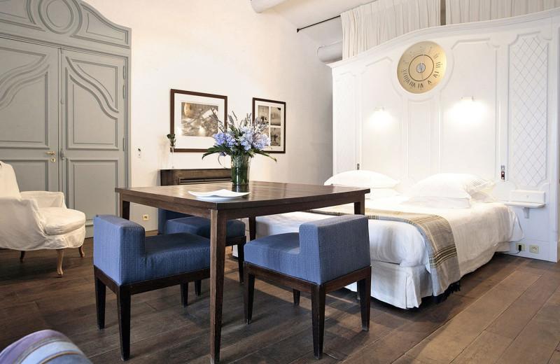 Guest room at Oustau de BauManiere.