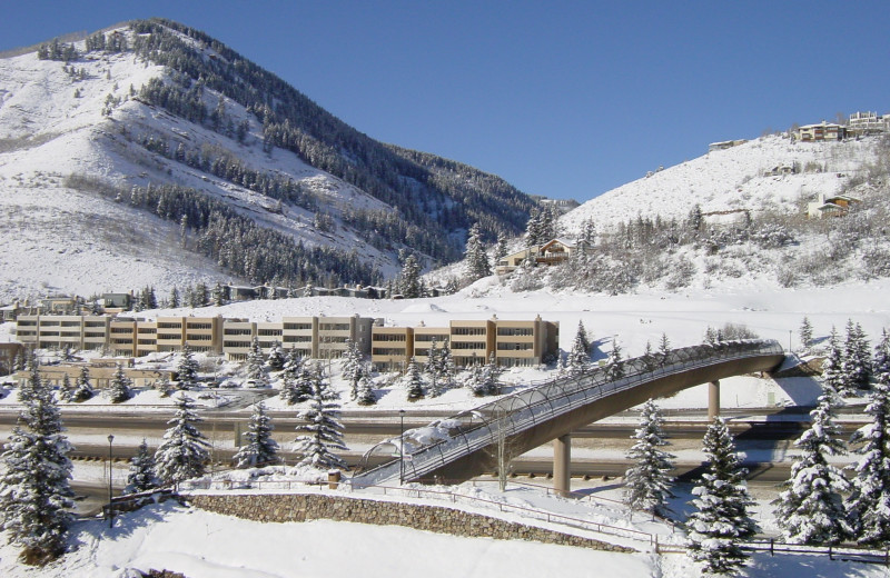 Exterior view of Sun Vail Condominiums.