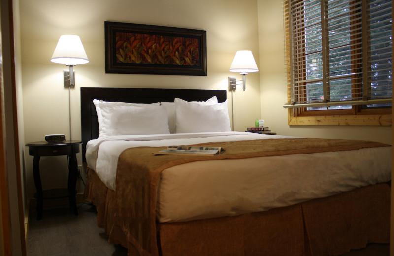 Guest bedroom at Overlander Mountain Lodge.