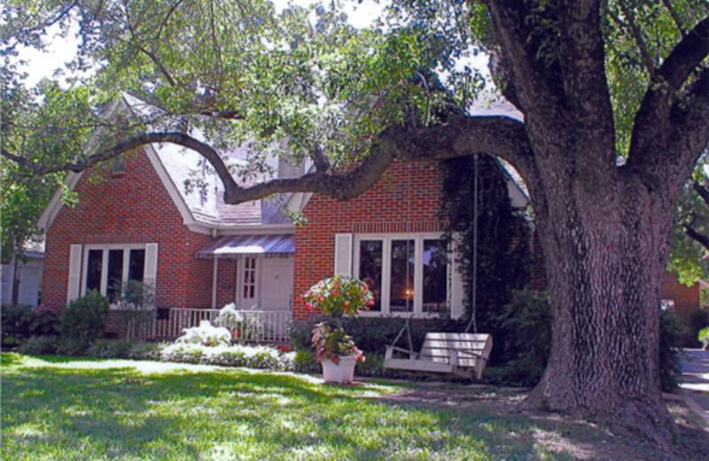 Judge Baylor House (Waco, TX) - Resort Reviews - ResortsandLodges com
