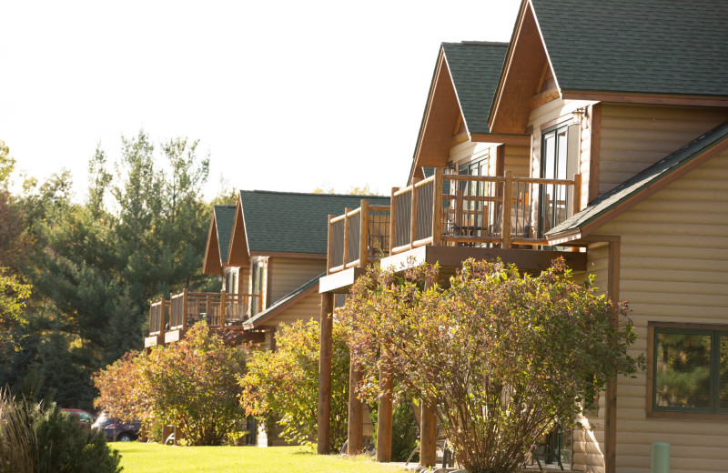 Exterior view of Ruttger's Bay Lake Lodge.