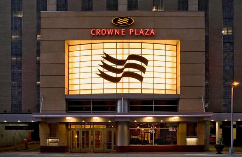 Exterior View of Crowne Plaza Minneapolis