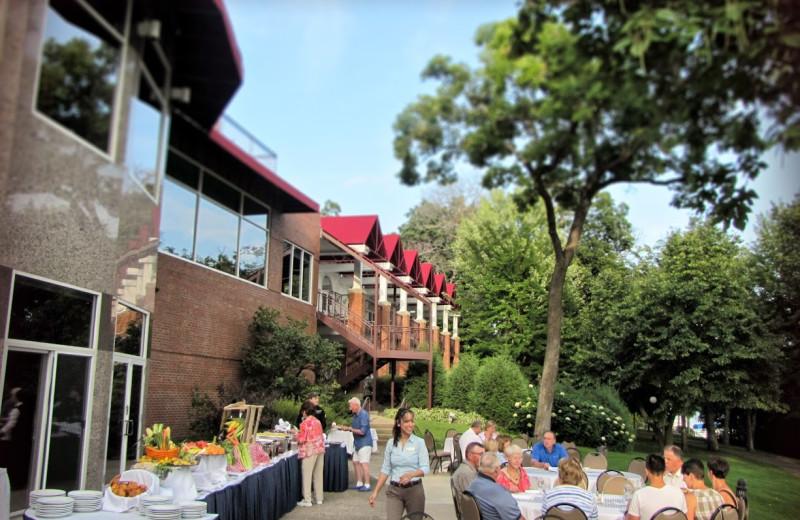 Patio dining at Heidel House Resort.