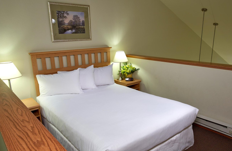 Guest bedroom at Timber Ridge Lodge & Waterpark.