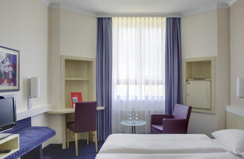 Guest room at Inter City Hotel Kassel.
