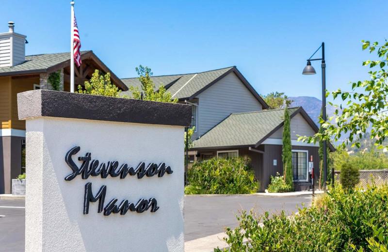 Exterior view of Best Western Plus Stevenson Manor Inn.
