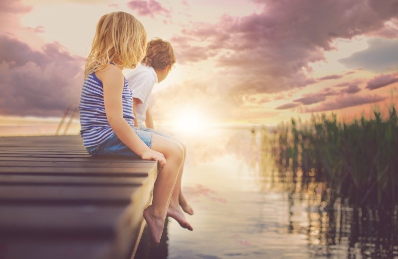 Kids on dock at Sea Star Realty.