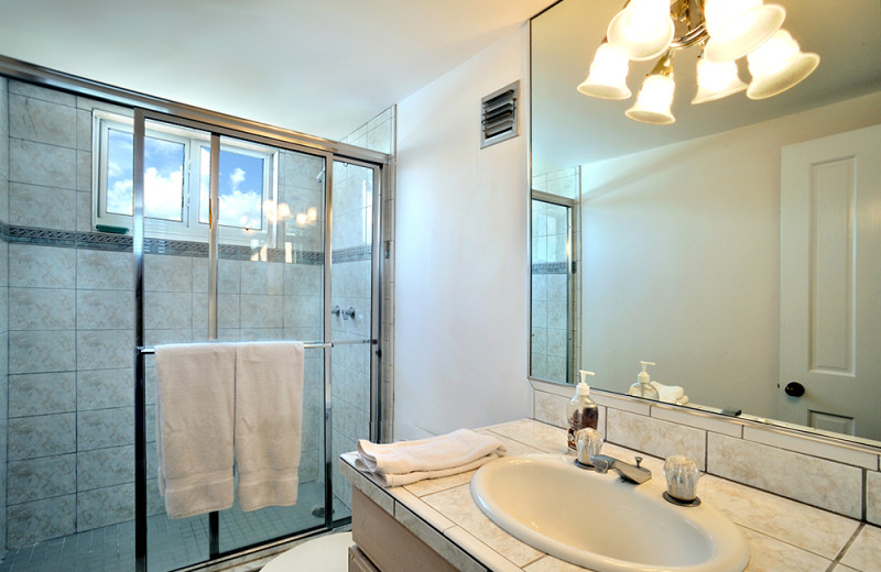 Vacation rental bathroom at Rent Key West Vacations.