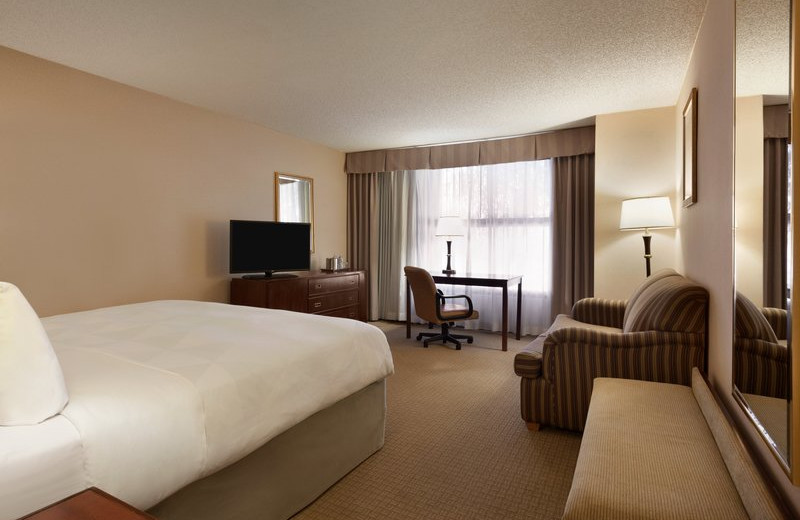 Guest room at Radisson Hotel Phoenix-Chandler.