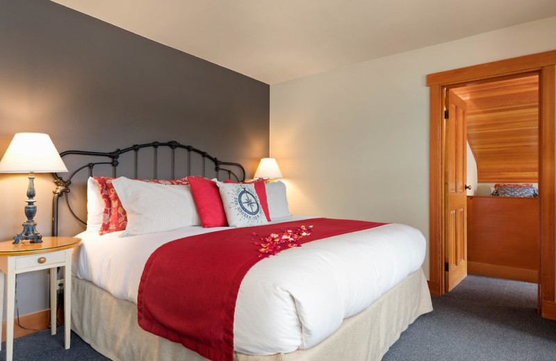 The Captains Suite includes a king size bed, waterside view, gas fireplace, jacuzzi tub and a side room with two twin beds.