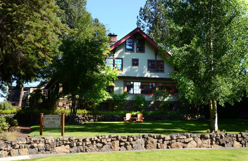 Exterior view of Lara House Bed & Breakfast.