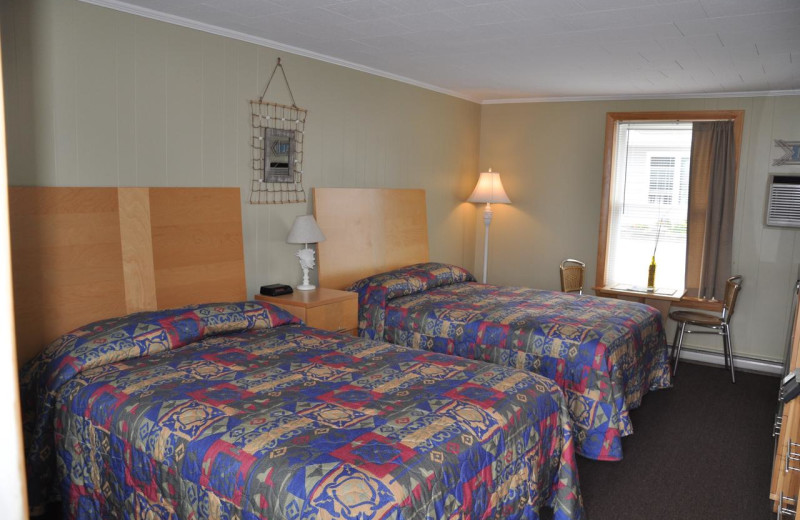 Guest room at Moontide Motel, Cabins and Apartments.