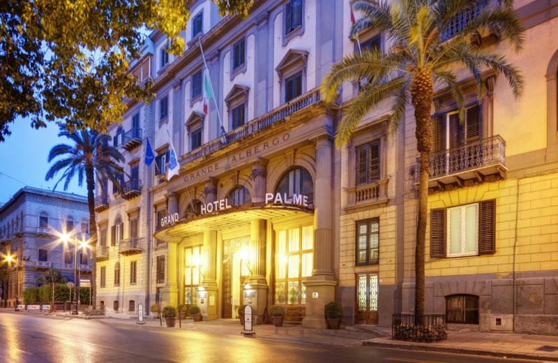 Exterior view of Grand Hotel et Des Palmes.
