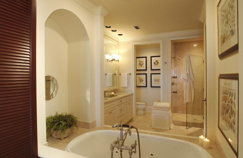 Rental bathroom at The Villas of Amelia Island Plantation.