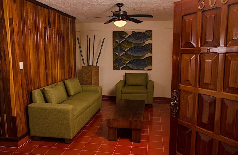 Interior view of Suites Colonial.