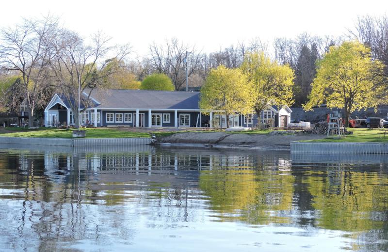 Exterior view of Waters Edge B&B Resort.