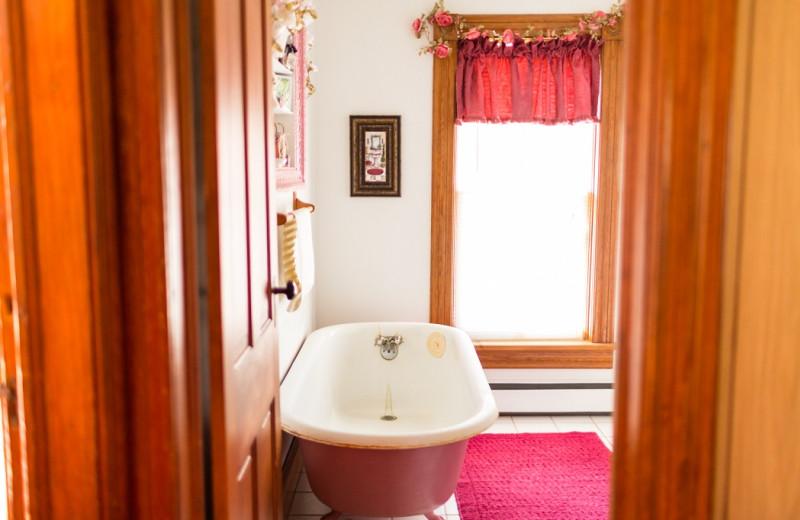 Guest bathroom at Antique Rose Inn.