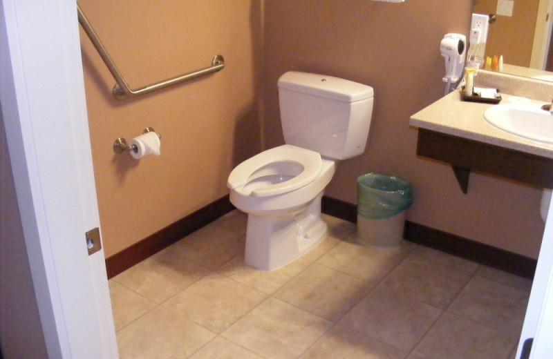 Guest bathroom at Honeymoon Bay Lodge & Retreat.