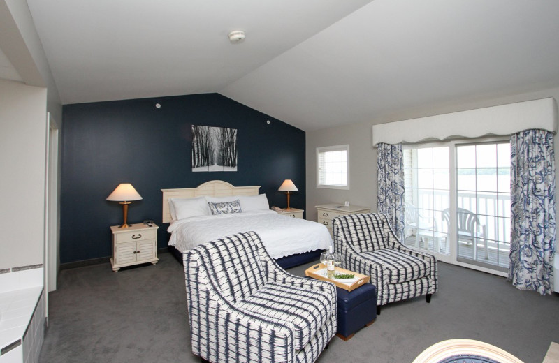 Guest room at Bay Pointe Inn Lakefront Resort.