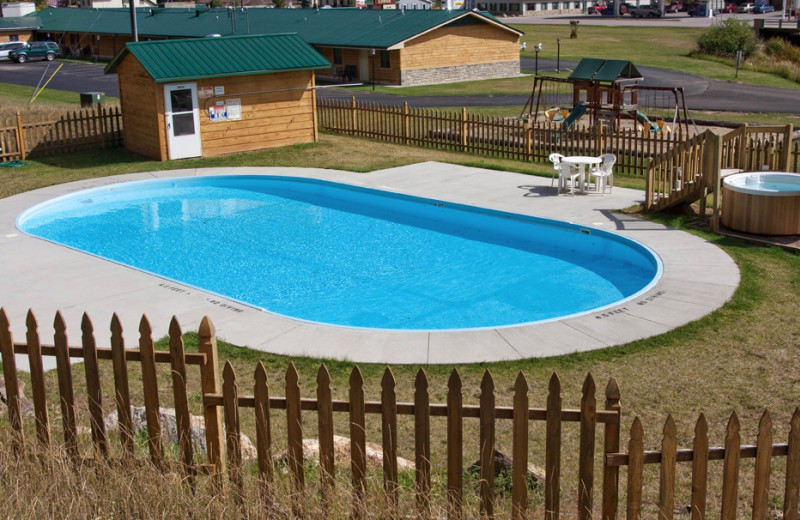 Outdoor pool at Rock Crest Lodge & Cabins.