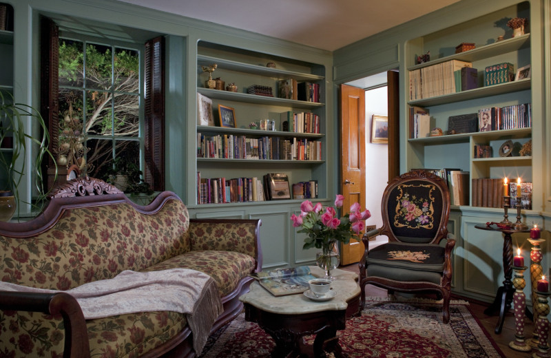 Library at Morgan-Samuels Inn.