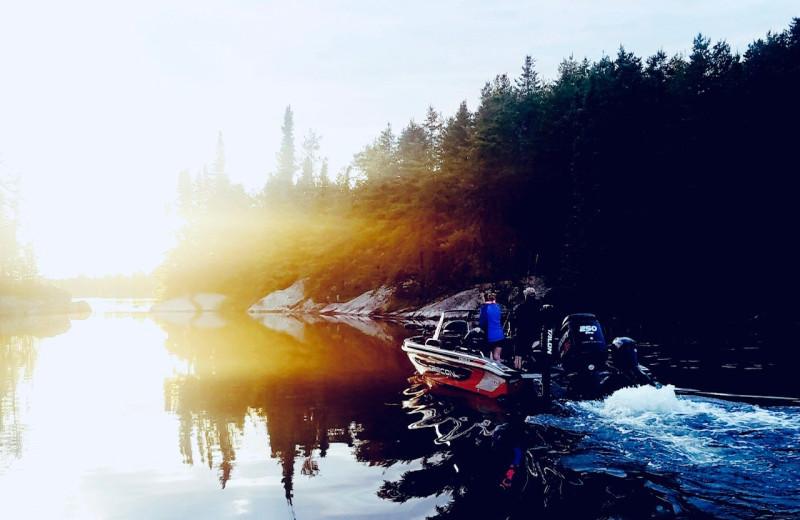 Boating at Dogtooth Lake Resort.