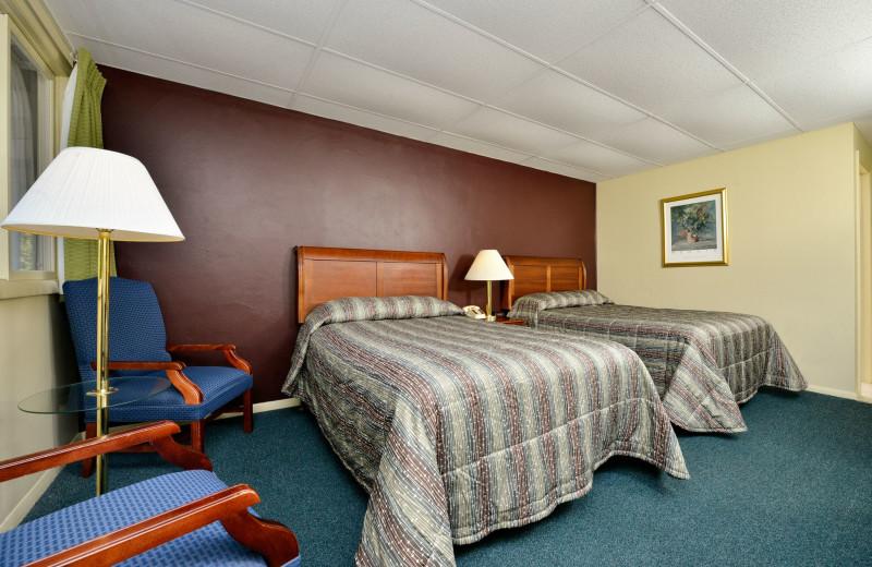 Guest room with 2 double XL beds