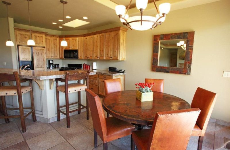 Guest kitchen and dining area at The Inn at Entrada.