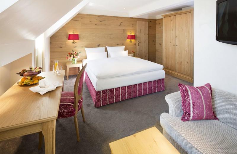 Guest room at Eden-Hotel-Wolff.