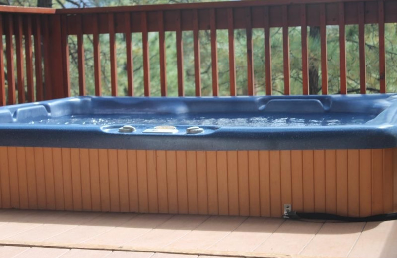 Hot tub at Acorn Lodge.