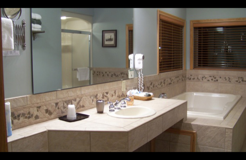 Guest bathroom at The Lighthouse Lodge.