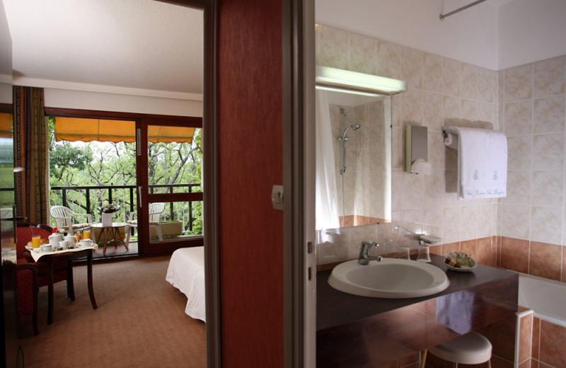 Guest room at Hôtel Villa Borghèse.